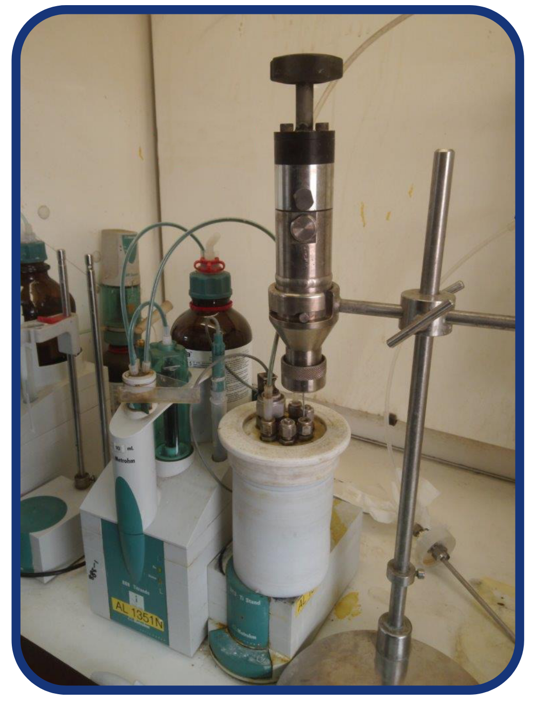 Sample cylinder in a refinery lab