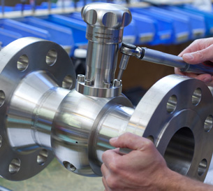 Stainless-Steel-Sampling-Valve-with-Flanges-Horizontal-Line-1